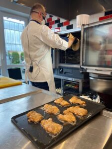 3 225x300 - Iguana Cooking 08.07.2020